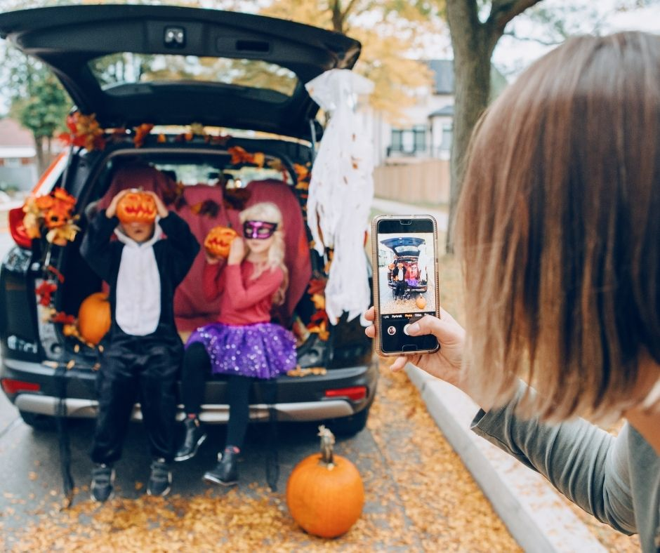 Now that fall is here, it's time to get this year's festivities going and planned! If you're looking to hold a trunk-or-treat this Halloween, follow our tips.